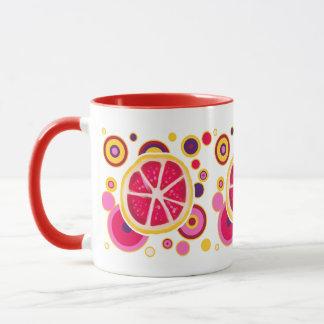 グレープフルーツの切れの円のデザイン マグカップ