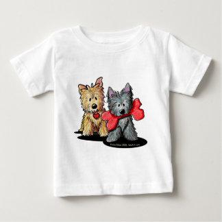 ケアーン・テリアのデュオの乳児のTシャツ ベビーTシャツ