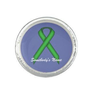 ケネスYoncich著緑標準的なリボン 指輪
