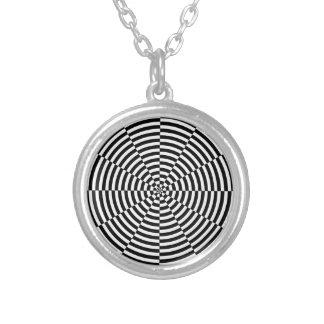 ケネスYoncich著黒く及び白い放射 シルバープレートネックレス