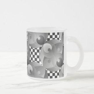 ケネスYoncich著B/Wのバランス フロストグラスマグカップ