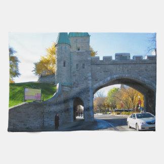 ケベックカナダの城のゲート ハンドタオル