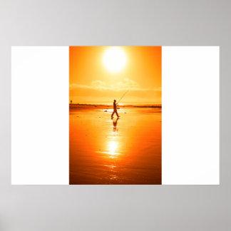 ケリーのビーチの単独漁師の魚釣り ポスター