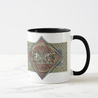 ケルト人のGryphonsのデザインのマグ マグカップ