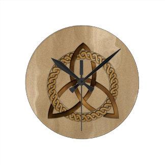 ケルト人のTriquetraの三位一体の結び目の柱時計 ラウンド壁時計