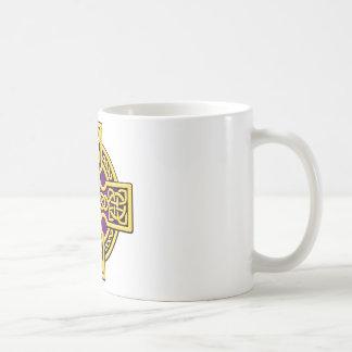 ケルト人4の方法金ゴールドおよび紫色 コーヒーマグカップ
