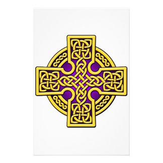 ケルト人4の方法金ゴールドおよび紫色 便箋