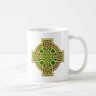 ケルト人4の方法金ゴールドおよび緑 コーヒーマグカップ