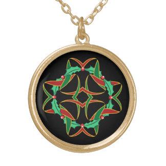 ケルト族のクリスマスのヒイラギのリース ゴールドプレートネックレス