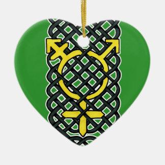 ケルト族のトランス・ジェンダーのオーナメントの黄色 陶器製ハート型オーナメント