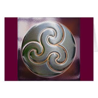 ケルト族の円形のエンボスのtriskele カード