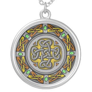 ケルト族の円-鋼鉄および革 シルバープレートネックレス