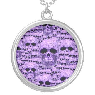 ケルト族の紫色のスカルのコラージュ シルバープレートネックレス