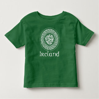 ケルト族の結び糸細工の緑のアイルランドの円形浮彫りパターン トドラーTシャツ