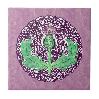 ケルト族の芸術のスコットランドのアザミ-紫色 タイル