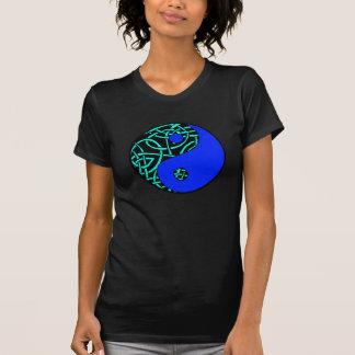 ケルト族の陰陽のTシャツ(ティール(緑がかった色)および青) Tシャツ