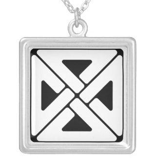 ケルト族スタイルの結び目のネックレス シルバープレートネックレス