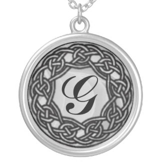 ケルト結び目模様のモノグラムの銀のネックレス シルバープレートネックレス