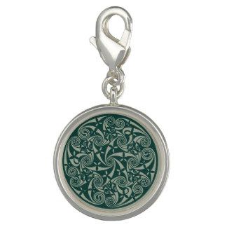 ケルト結び目模様の円形浮彫りの円形のデザイン、アイルランドのアートワーク チャーム