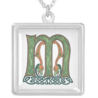 ケルト結び目模様の手紙Mのアイルランド人のデザイン シルバープレートネックレス