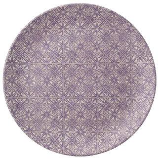 ケルト結び目模様の紫色パターン 磁器プレート