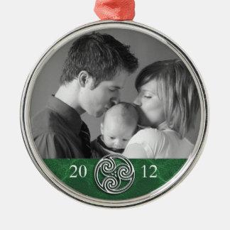 ケルト結び目模様のTriskelionの緑のクリスマスの写真Ornam メタルオーナメント