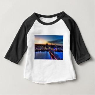 ケルンドイツのスカイライン ベビーTシャツ