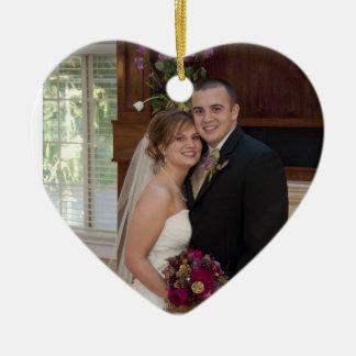 ケーキおよびシャンペンのカスタムな写真の結婚式の記憶 セラミックオーナメント