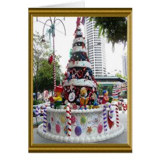 ケーキのように飾られるクリスマスツリー カード
