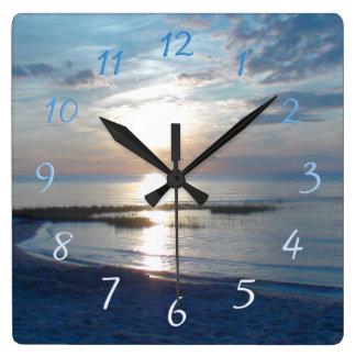 ケープコッドのビーチの日没の正方形の柱時計 スクエア壁時計