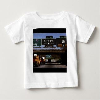 ゲイまたはStraight/Biの交通標識 ベビーTシャツ