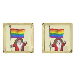 ゲイプライドの虹の旗を持つサンタクロース ゴールド カフスボタン