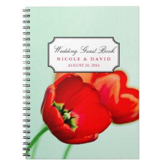 ゲストブックを結婚する赤いチューリップの花の真新しい《写真》ぼけ味 ノートブック
