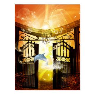 ゲートによって跳んでいるかわいいイルカ ポストカード