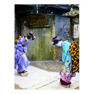 ゲートのヴィンテージ古い日本の芸者の挨拶 ポストカード