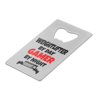 ゲーマーの重量挙げ選手 クレジットカード栓抜き