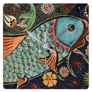 コイのコイの魚スケールの陶磁器パターン スクエア壁時計