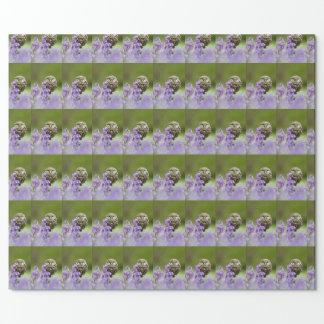 コキンメフクロウおよびbluebellsの包装紙 ラッピングペーパー