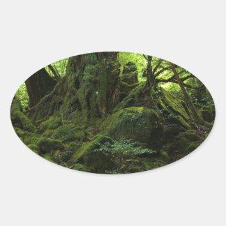 コケのジャングルの森林 楕円形シール