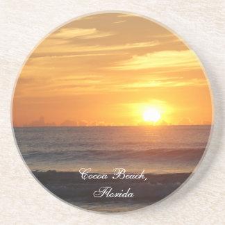ココアビーチのフロリダの日の出は写真のコースターを振ります コースター