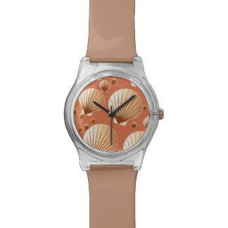 ココア茶色のチョコレートそして黄褐色の貝殻 腕時計