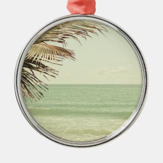 ココヤシの木およびパステル調のビーチの写真撮影 メタルオーナメント