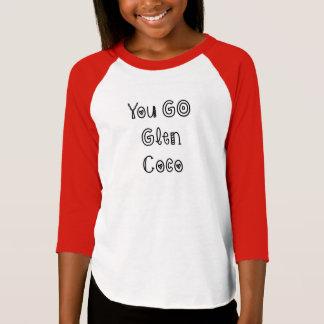 ココヤシ-女の子のアメリカの服装の上谷間の行きます Tシャツ