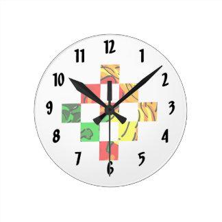 コショウの写実的で多彩な正方形のタイル ラウンド壁時計