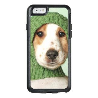 コッカースパニエルの子犬の身に着けているウールの帽子 オッターボックスiPhone 6/6Sケース