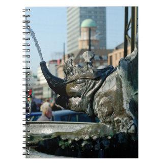 コペンハーゲンの市役所スクエアの噴水 ノートブック