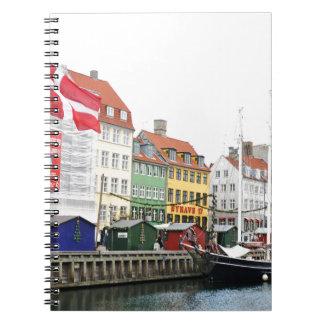 コペンハーゲン、DanmarkのNyhavn運河 ノートブック
