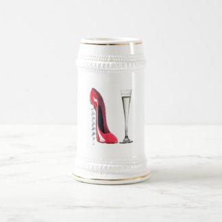 コルクせん抜きのかかとの赤い小剣の靴のシャンペンフルート ビールジョッキ