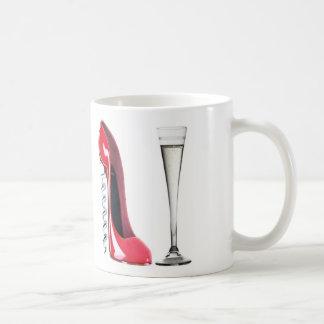 コルクせん抜きの小剣の靴およびシャンペンのフルートガラス コーヒーマグカップ
