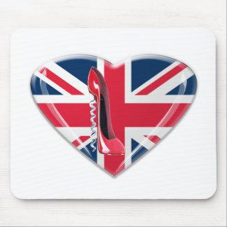 コルクせん抜きの赤い小剣および英国国旗のハート マウスパッド